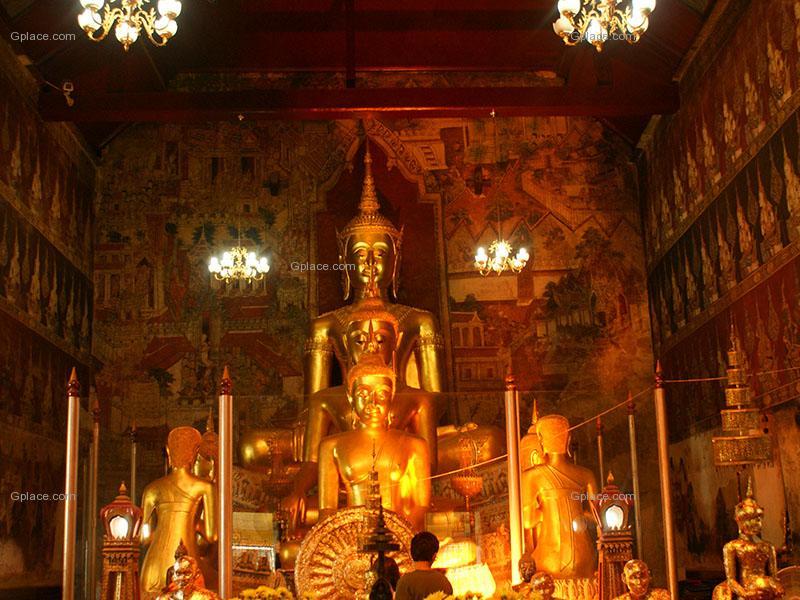วัดมหาธาตุวรวิหาร อารามหลวงชั้นตรี เมืองเพชรบุรี